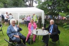 Barnes Wallis' Daughter Elisabeth meets up with old friends