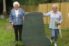Barnes Wallis' daughter Elisabeth and granddaughter Fliss at his grave